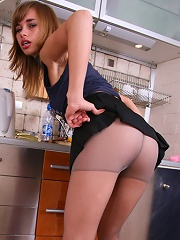Naked Show From A Pantyhose Girl Wearing No Undies^cuties In Tights Nylon Pics Picture Free Gallery